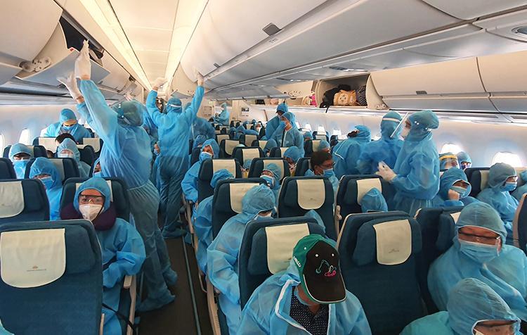 Hành khách trên chuyến bay A350 từ Đà Nẵng về TP HCM. Ảnh: VietnamAirlines