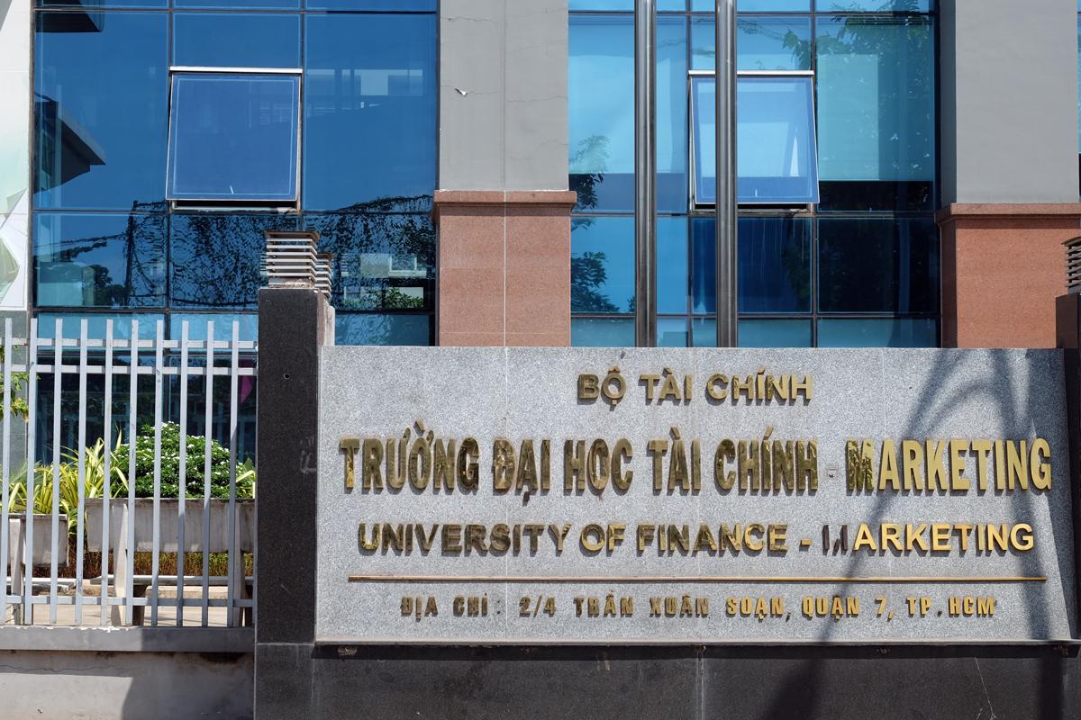 Trụ sở chính Đại học Tài chính - Marketing ở quận 7, TP HCM. Ảnh: Mạnh Tùng.