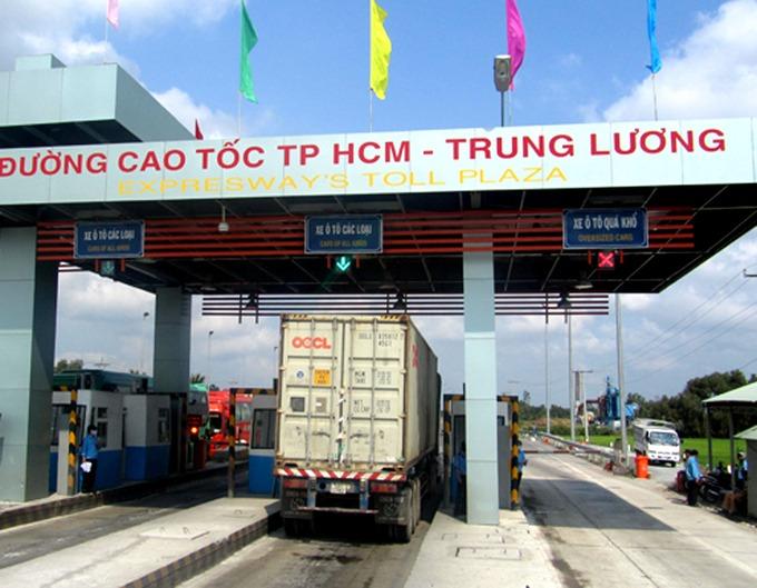 Thu phí trên cao tốc TP HCM - Trung Lương. Ảnh: Hữu Công.