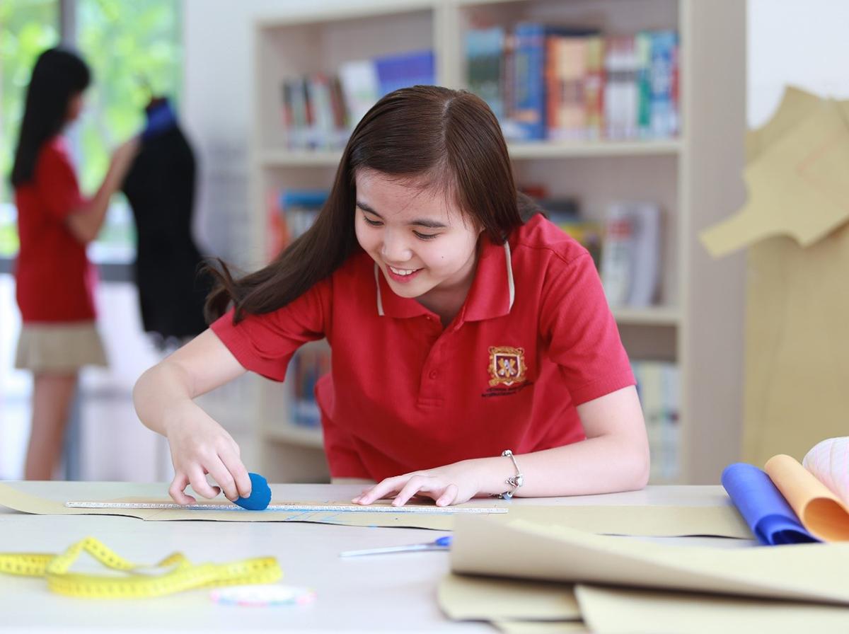 Học sinh học cách khởi nghiệp từ các dự án kinh doanh nhỏ ngay tại trường.