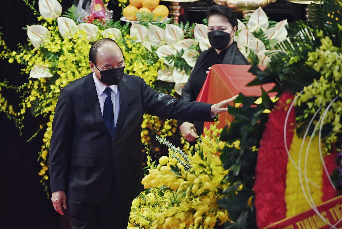 Thủ tướng Nguyễn Xuân Phúc, Chủ tịch Quốc hội Nguyễn Thị Kim Ngân tại lễ viếng. Ảnh: Giang Huy