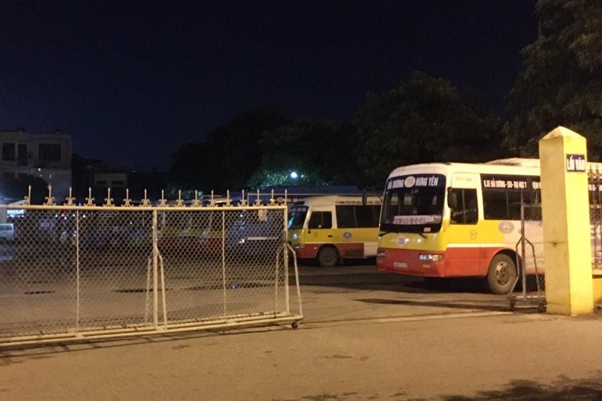 Bến xe khách Hải Dương chính thức dừng hoạt động vận chuyển hành khách từ chiều nay (14/8) theo văn bản chi đạo của Sở Giao thông Vận tải tỉnh Hải Dương, để nhà chức trách khoang vùng dập dịch nCoV. Ảnh: Giang Chinh