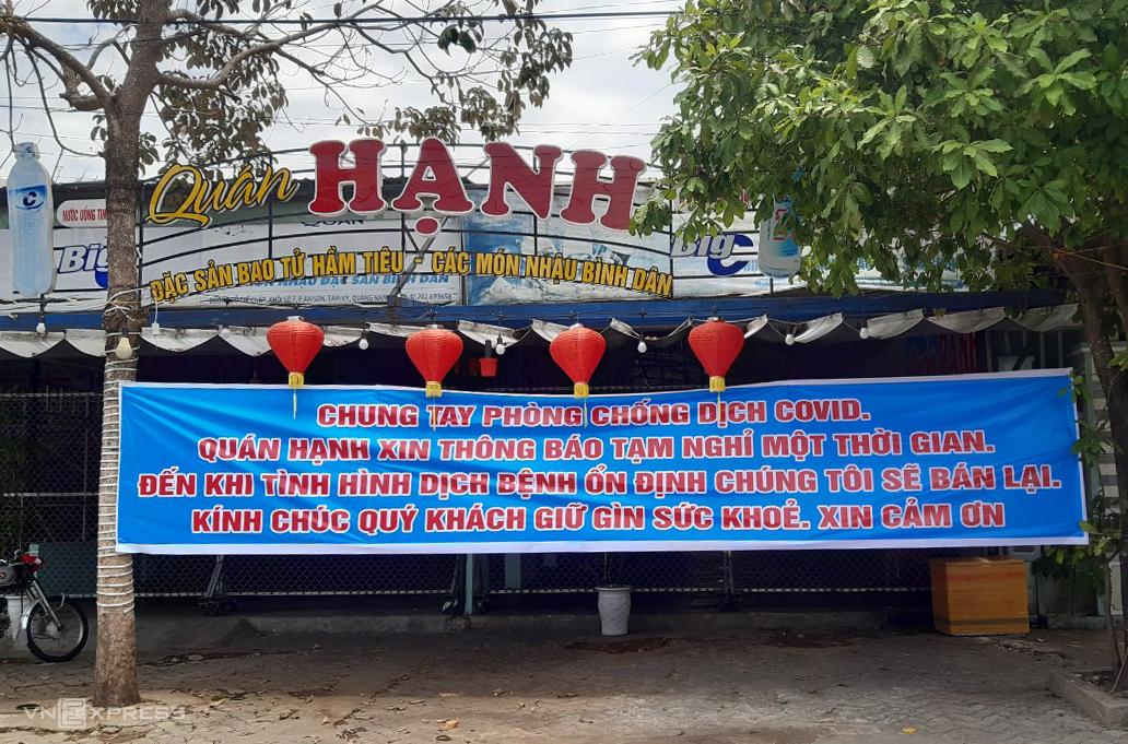 Quán hàng ở Quảng Nam dừng hoạt động phòng chống Covid-19. Ảnh: Đắc Thành.
