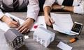 Thuê trọ gần chỗ làm hay vay ngân hàng mua nhà xa?