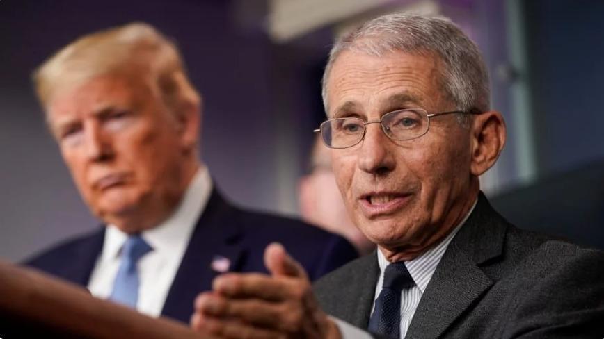 Cố vấn Y tế Nhà Trắng Anthony Fauci (phải) và Tổng thống Mỹ Donald Trump trong một buổi họp báo ở Nhà Trắng hồi tháng 3. Ảnh: Reuters.