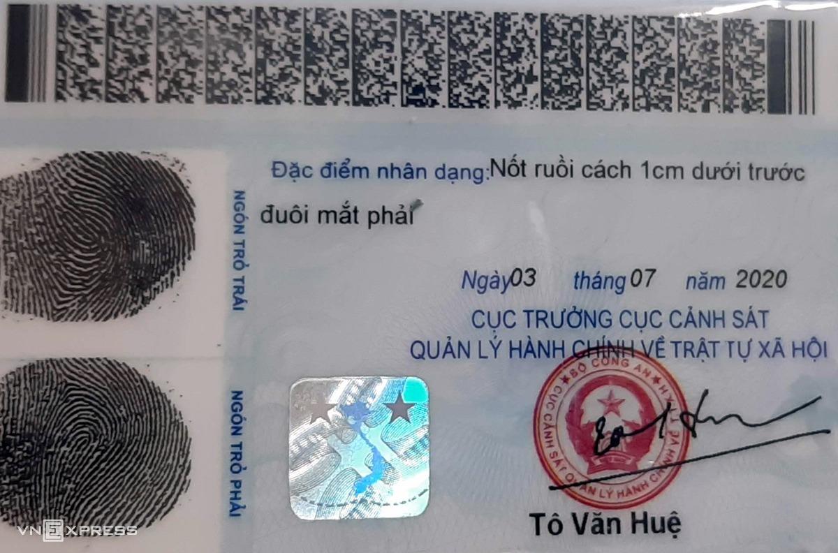Mặt sau của thẻ căn cước hiện nay được gắn mã vạch. Ảnh: Bá Đô