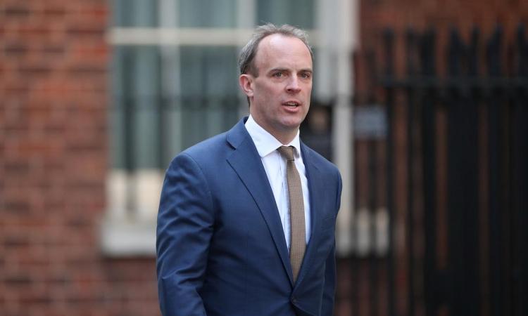 Ngoại trưởng Anh Dominic Raab tại phố Downing hôm 13/4. Ảnh: Reuters.
