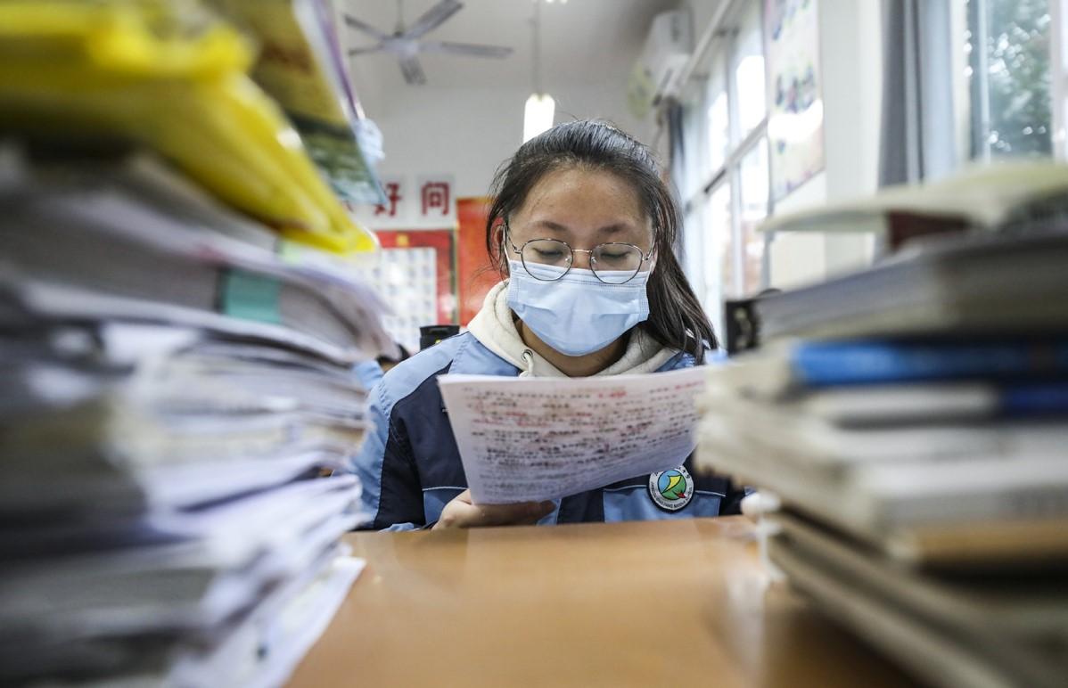 Học sinh ôn thi tại thành phố Hoài An, tỉnh Giang Tô, Trung Quốc, ngày 30/3. Ảnh: Xinhua