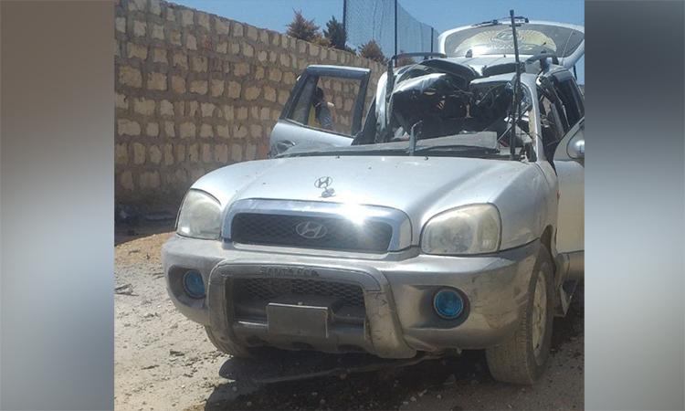 Chiếc xe nghi chở phiến quân có liên hệ với al-Qaeda bị cắt nát từ nóc, có thể do tên lửa AGM-114R9X, tại tỉnh Idlib, Syria. Ảnh Twitter/Olegbolkhin