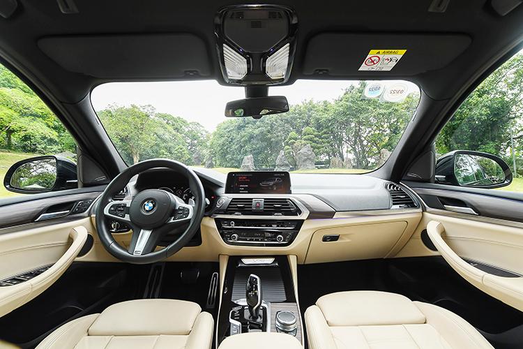 Nội thất BMW X3 M-sport.