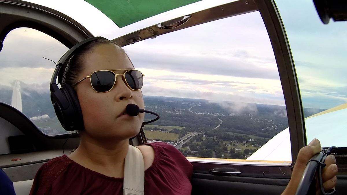 Jessica Cox lái máy bay nhân kỷ niệm 30 năm Đạo luật Người Mỹ Khuyết tật được thông qua hôm 24/7. Ảnh: Rightfooted Foundation International.