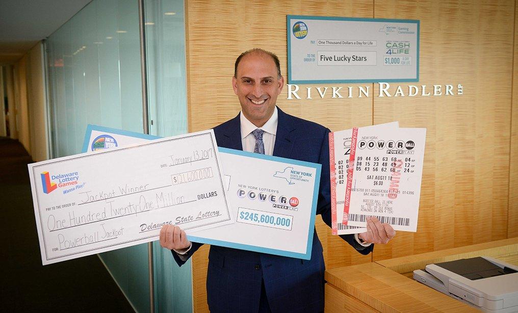 Jason Kurland tự xưng là Luật sư Xổ số và có thể giúp khách hàng giữ số tiền mới có được. Ảnh: David Handschuh/NYLJ.