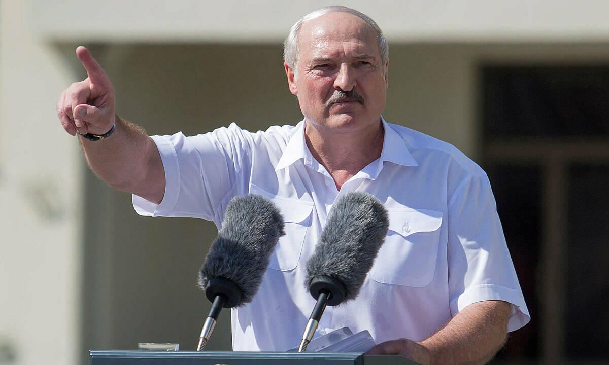 Tổng thống Alexander Lukashenko phát biểu ở Minsk ngày 16/8. Ảnh: Reuters.