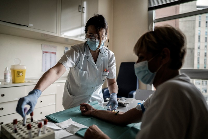 Mức độ kháng thể tăng ngay sau khi bị nhiễm coronavirus, nhưng sau đó sẽ giảm dần. Đó có thể không phải là một điều xấu. Tín dụng: Alessandro Grassani / NYT / Redux / eyevine