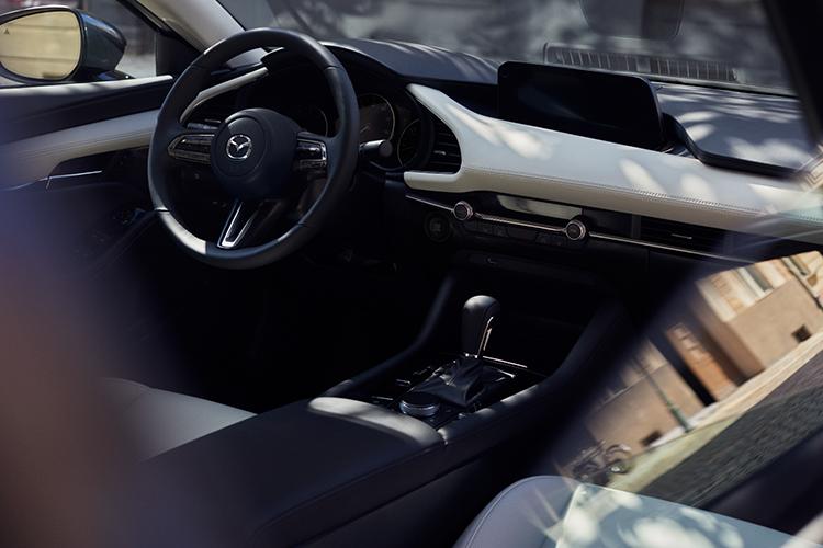 Nội thất xe mang phong cách tối giản, hướng đến người sử dụng.
