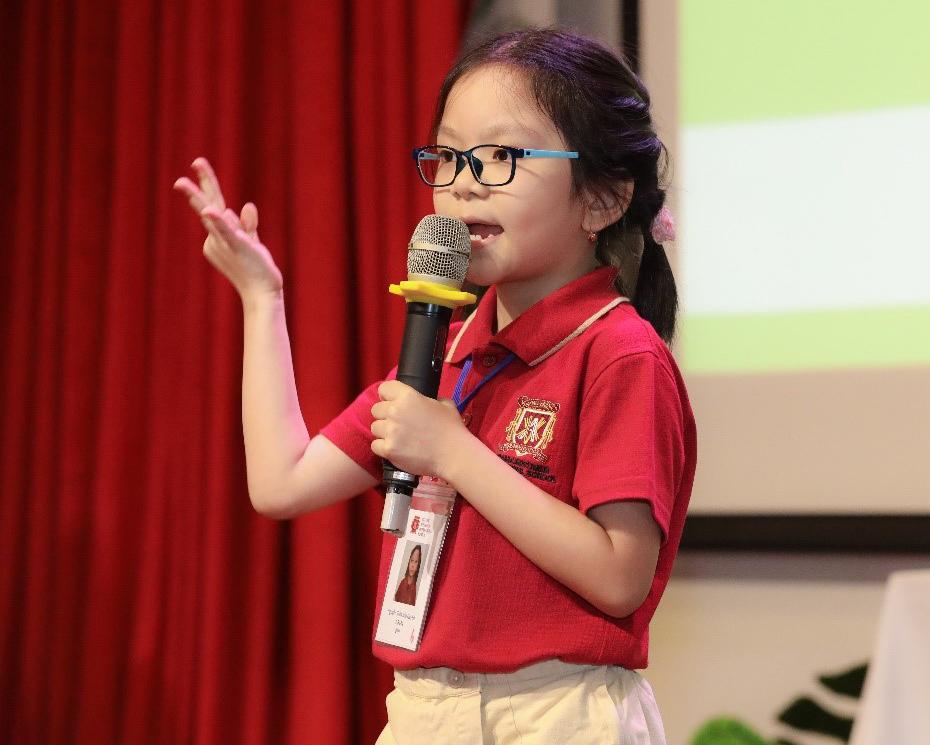 Học sinh tiểu học hùng biện tiếng Anh tại cuộc thi do trường tổ chức vào thời giao nào? (nhờ bổ sung). Xin tên người chụp ảnh.