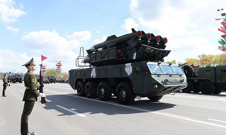 Xe phóng của tổ hợp phòng không BUK-MB của Belarus trong lễ Duyệt binh Chiến thắng ở thủ đô Minsk, ngày 9/5. Ảnh: Belta.