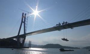 Hợp long cầu dầm hộp thép vượt biển dài hơn 2 km