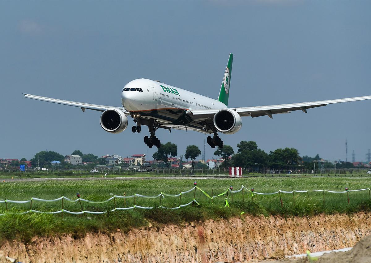 Sân bay Nội Bài đang sửa hai đường băng. Ảnh: Giang Huy.