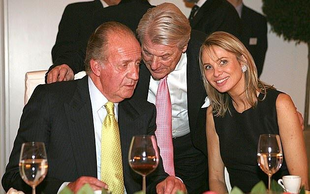 Vua Juan Carlos (trái) và Zu Sayn-Wittgenstein ở Đức tháng 2/2006. Ảnh: Shutterstock.