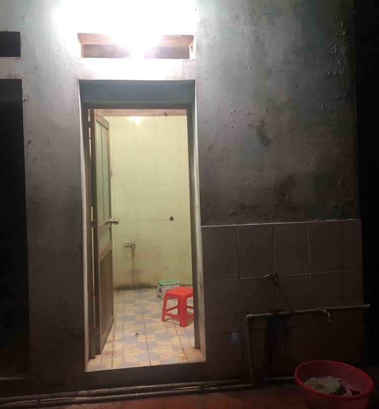 Phòng tắm hiện tại của gia đình.