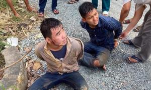 Hai thanh niên trộm chó bị vây bắt