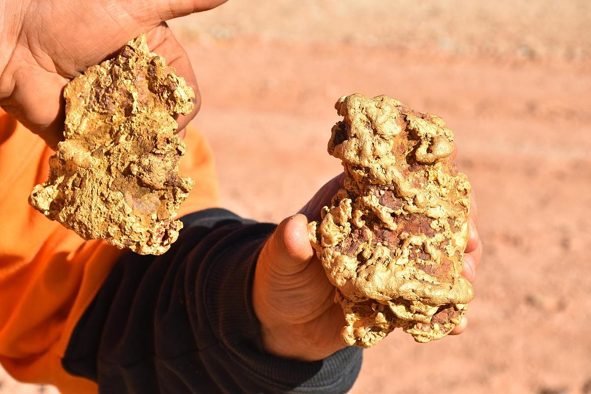 Hai cục vàng nặng 3,5 được tìm thấy ở bang Victoria, Australia. Ảnh: Discovery Channel.