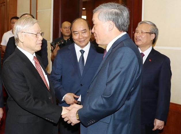 Tổng bí thư, Chủ tịch nước Nguyễn Phú Trọng (bìa trái) cùng các vị lãnh đạo Đảng, Chính phủ và ngành Tòa án dự phiên khai mạc hội nghị, sáng 11/5. Ảnh: TTX