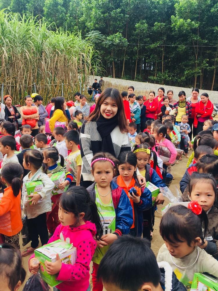 Minh Hòa trong chuyến thiện nguyện tại Hà Giang năm 2018. Ảnh: Nhân vật cung cấp