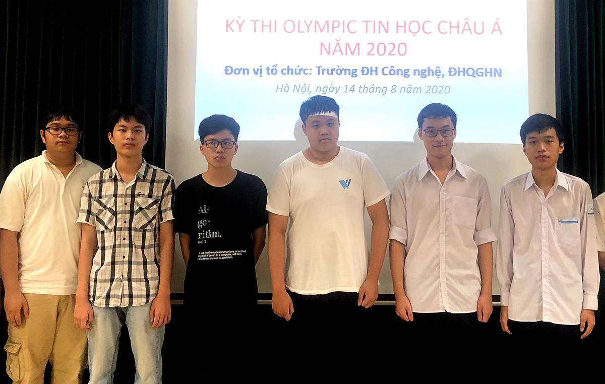 Sáu học sinh Việt Nam giành huy chương ở Olympic Tin học Châu Á Thái Bình Dương. Ảnh: Cục Quản lý chất lượng.