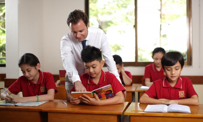 Chi nửa tỷ đồng mỗi năm cho con học trường quốc tế liệu có đáng?