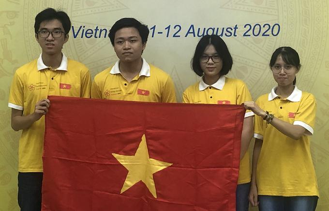 Bốn thí sinh tham dự kỳ thi.