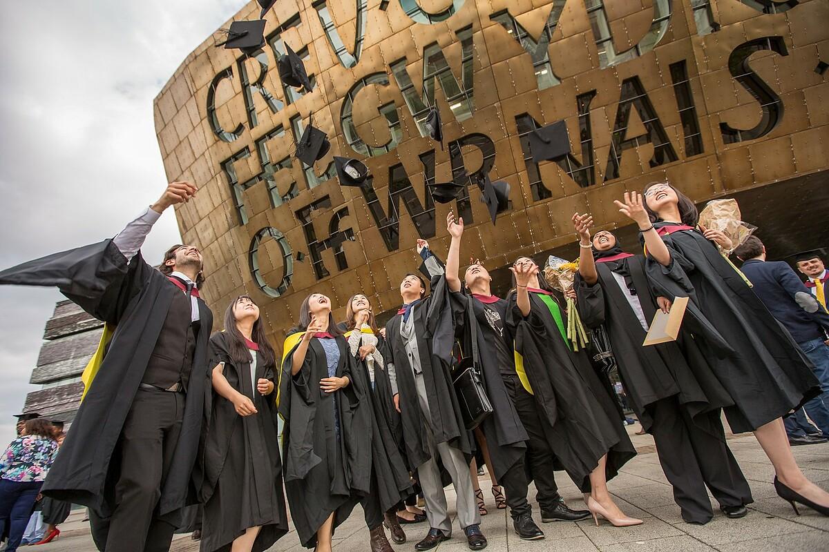 Các trường đại học tại Wales có 22.000 sinh viên quốc tế đến từ 132 quốc gia khác nhau.