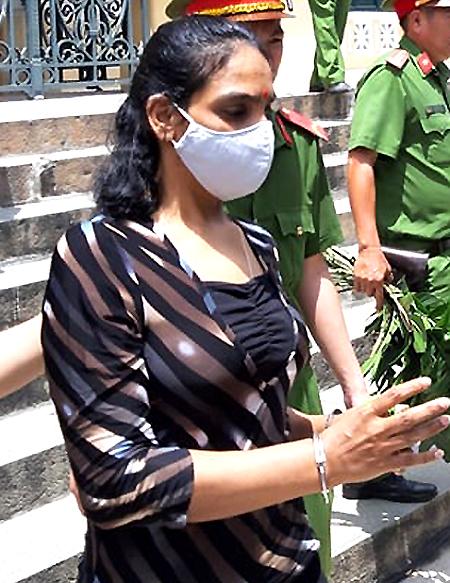 Kalaivani G Muniandy sau phiên toà ngày 24/8. Ảnh: Hải Duyên.