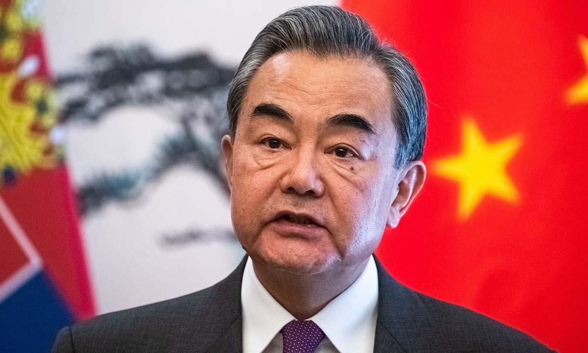 Ngoại trưởng Trung Quốc Vương Nghị phát biểu trong một cuộc họp báo tại Bắc Kinh hôm 26/2. Ảnh: Reuters.