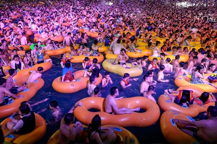 Đại tiệc nước ở Vũ Hán gây chú ý toàn cầu hồi đầu tháng. Ảnh: AFP.