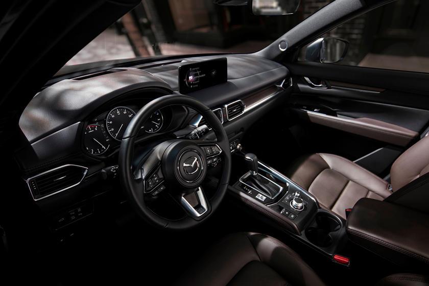 Hệ thống thông tin giải trí sử dụng màn hình mới 10,25 inch thay cho loại cũ 7-8 inch. Ảnh: Mazda