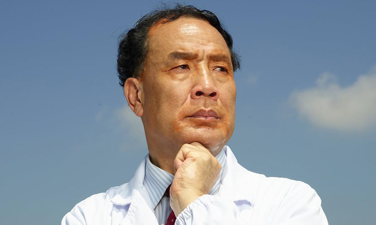 Giáo sư Trương Vĩnh Trân, người đầu tiên lập bản đồ gene nCoV hồi tháng 1. Ảnh: Time.