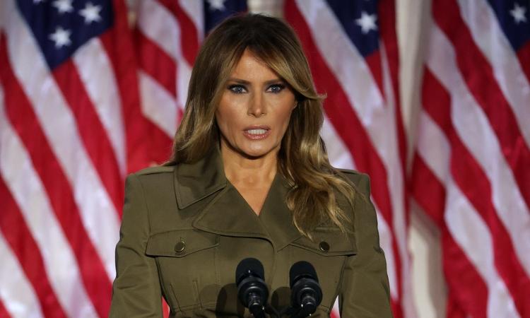 Đệ nhất phu nhân Mỹ Melania Trump phát biểu trong hội nghị toàn quốc đảng Cộng hòa từ Vườn Hồng, Nhà Trắng, hôm 25/8. Ảnh: AFP.