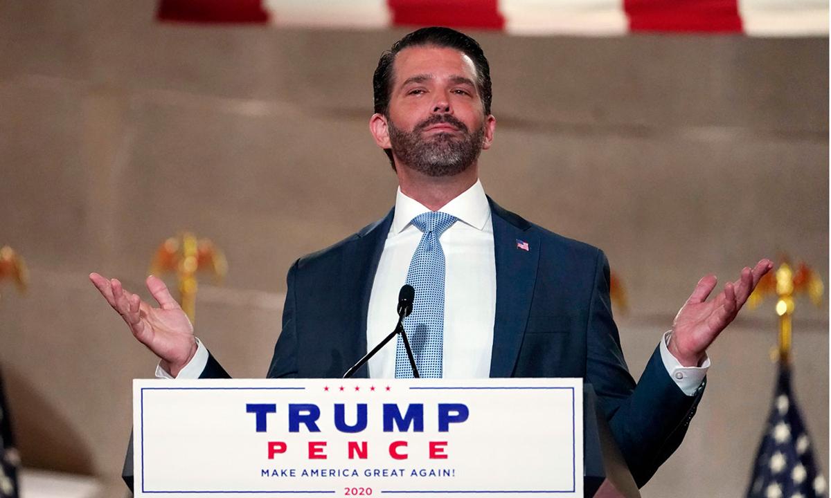 Con trai cả Donald Trump Jr. phát biểu tại Hội nghị Toàn quốc đảng Cộng hòa ở Washington tối 24/8. Ảnh: AP.