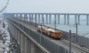 Thử nghiệm chịu tải cầu vượt biển hai tầng dài nhất thế giới