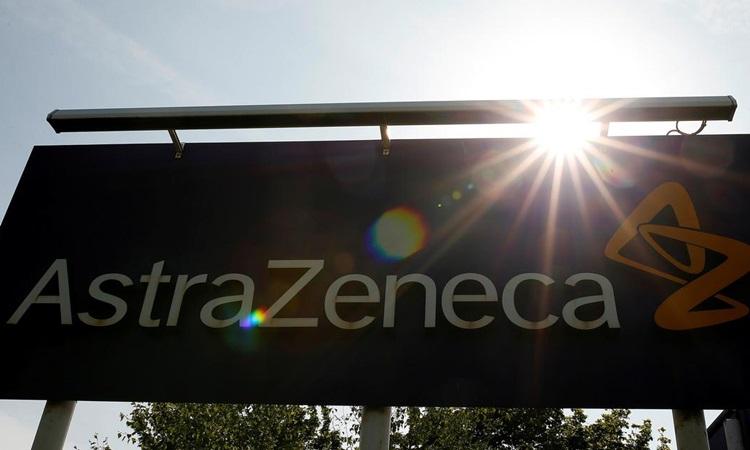 Một tấm biển tại trụ sở AstraZeneca ở Macclesfield, Anh năm 2014. Ảnh: Reuters.