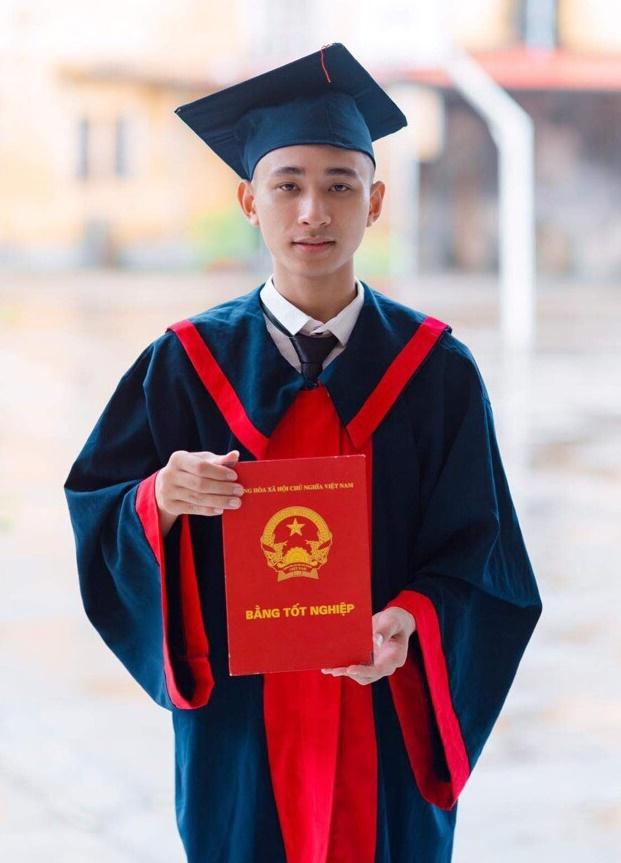 Nguyễn Văn Kiên trong buổi chụp kỷ yếu. Ảnh: Nhân vật cung cấp