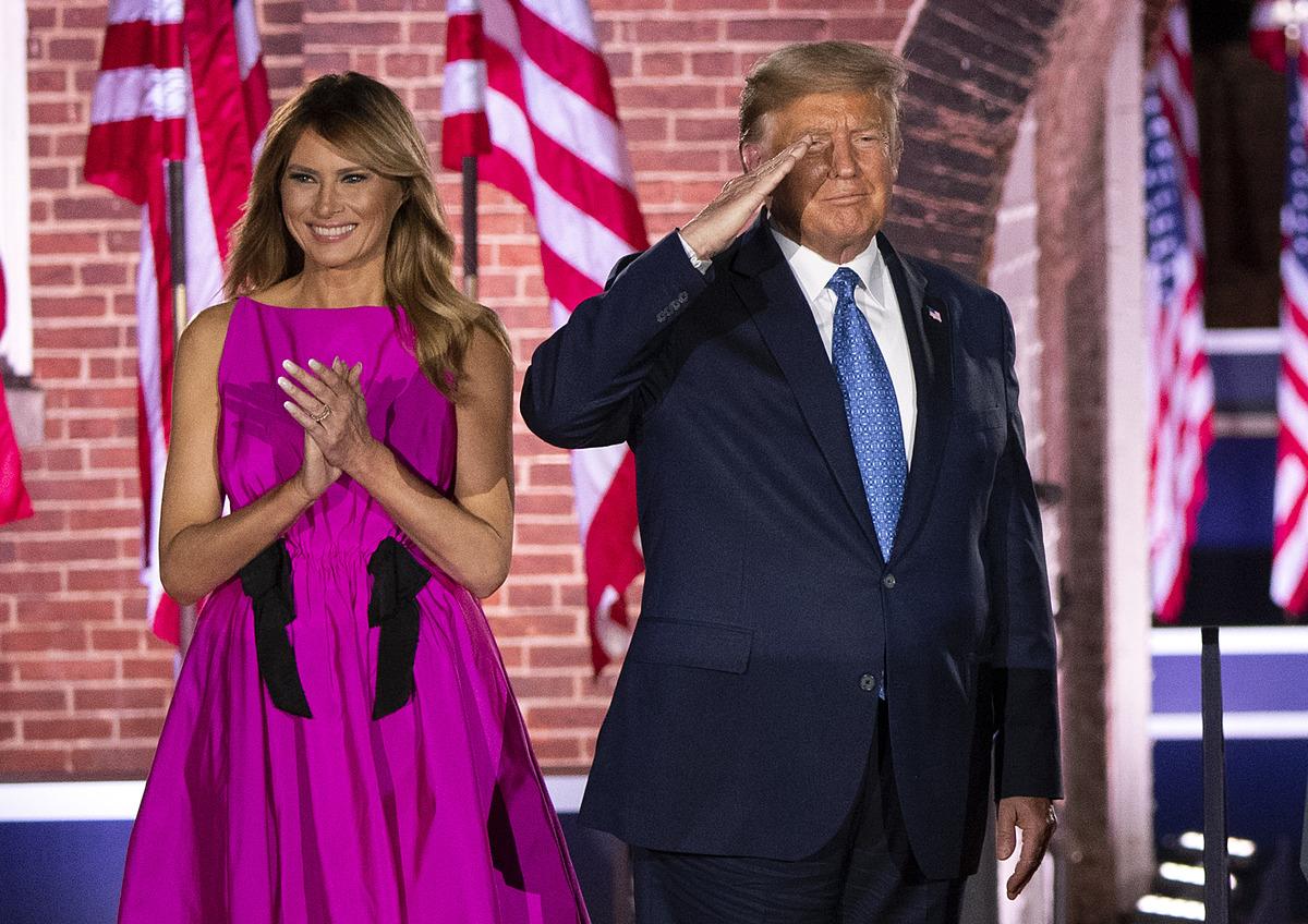 Melania diện váy hồng tại Hội nghị Toàn quốc đảng Cộng hòa tối 26/8. Ảnh: Reuters.