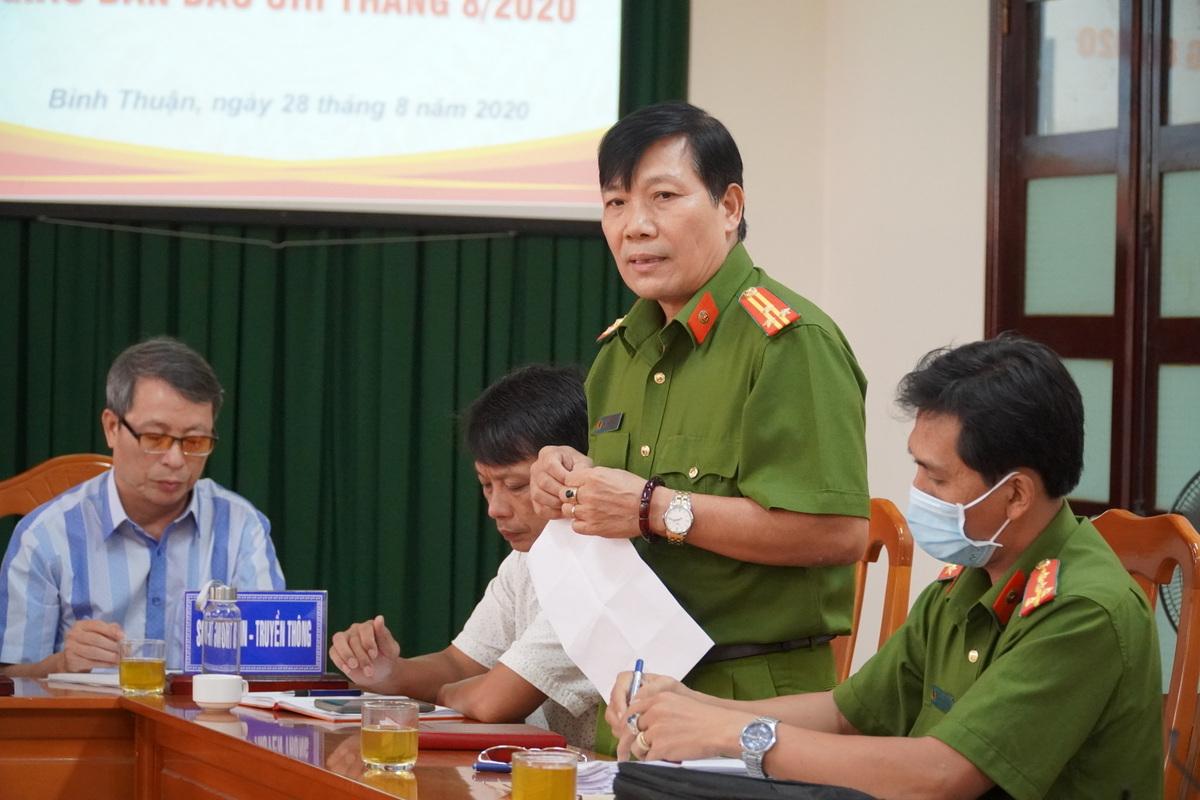 Thượng tá Phạm Xuân Thịnh, Phó Công an TP Phan Thiết cung cấp thông tin, chiều 28/8. Ảnh: Việt Quốc.