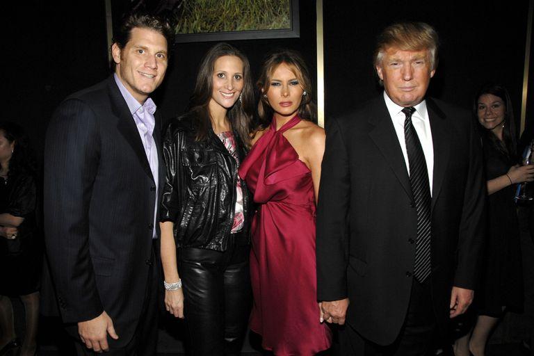 Từ trái qua phải: David Wolkoff, Stephanie Winston Wolkoff, Melania Trump và Donald Trump trong một sự kiện năm 2008. Ảnh: Marie Clair
