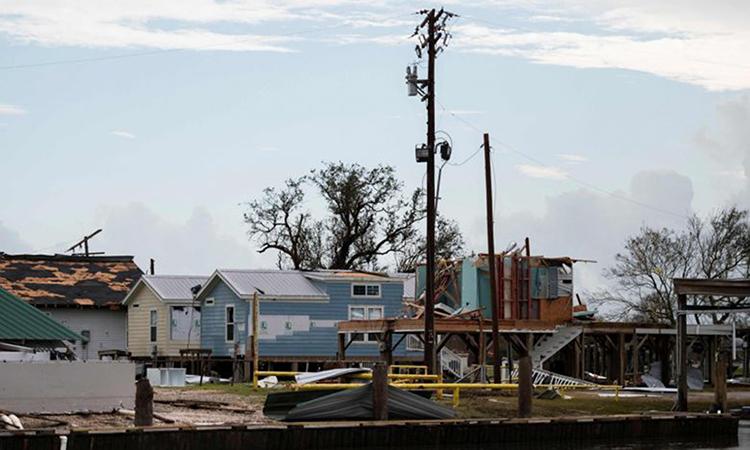 Nhà cửa bị phá hủy sau khi bão Laura tấn công Hackberry, bang Louisiana, hôm 28/8. Ảnh: AFP.