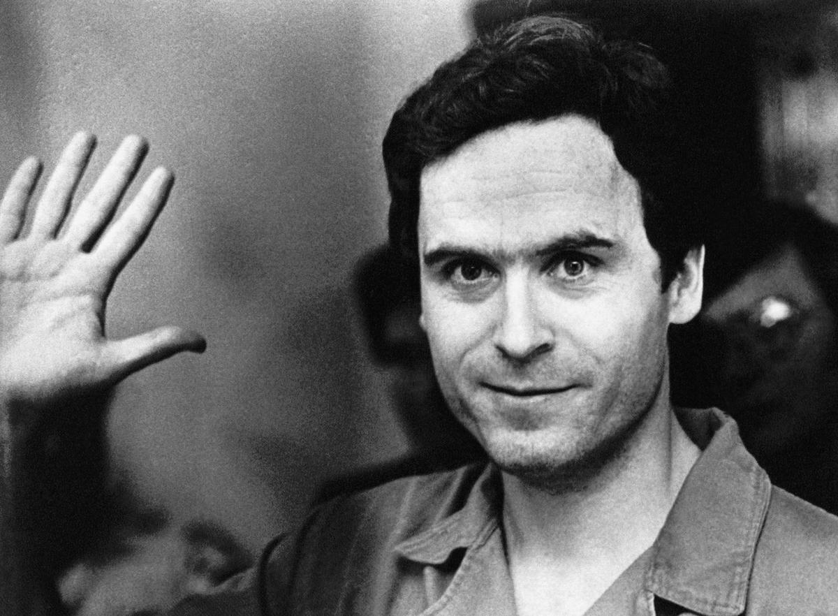 Sát nhân hàng loạt Ted Bundy thường giả vờ bị thương để lợi dụng lòng tốt của nạn nhân. Ảnh: AP.