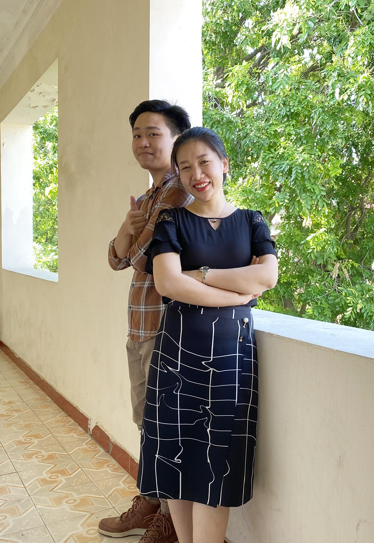 Cô Huyền (trong ảnh) cho biết Hà là học trò chuyên Lý đầu tiên của trường THPT chuyên Khoa học tự nhiên giành huy chương quốc tế môn Sinh học. Ảnh: Nhân vật cung cấp.