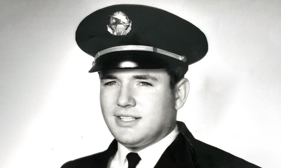 Barry Seal ban đầu là phi công của hãng hàng không Trans World Airlines. Ảnh: Splash News.